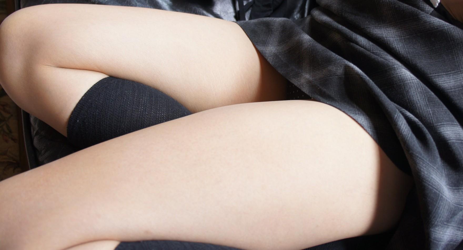 【美脚エロ画像】パンストよりもニーソよりも…最終的には生脚が勝つんですwww 28