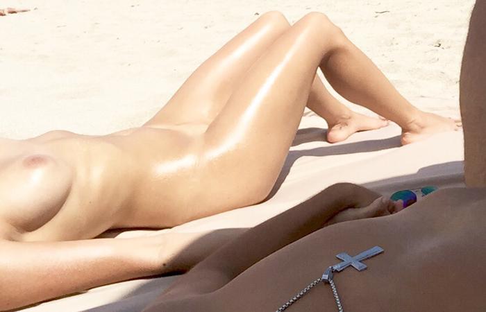 【海外エロ画像】即ヤれそうwヌーディストビーチの全裸で寝る人々www 20