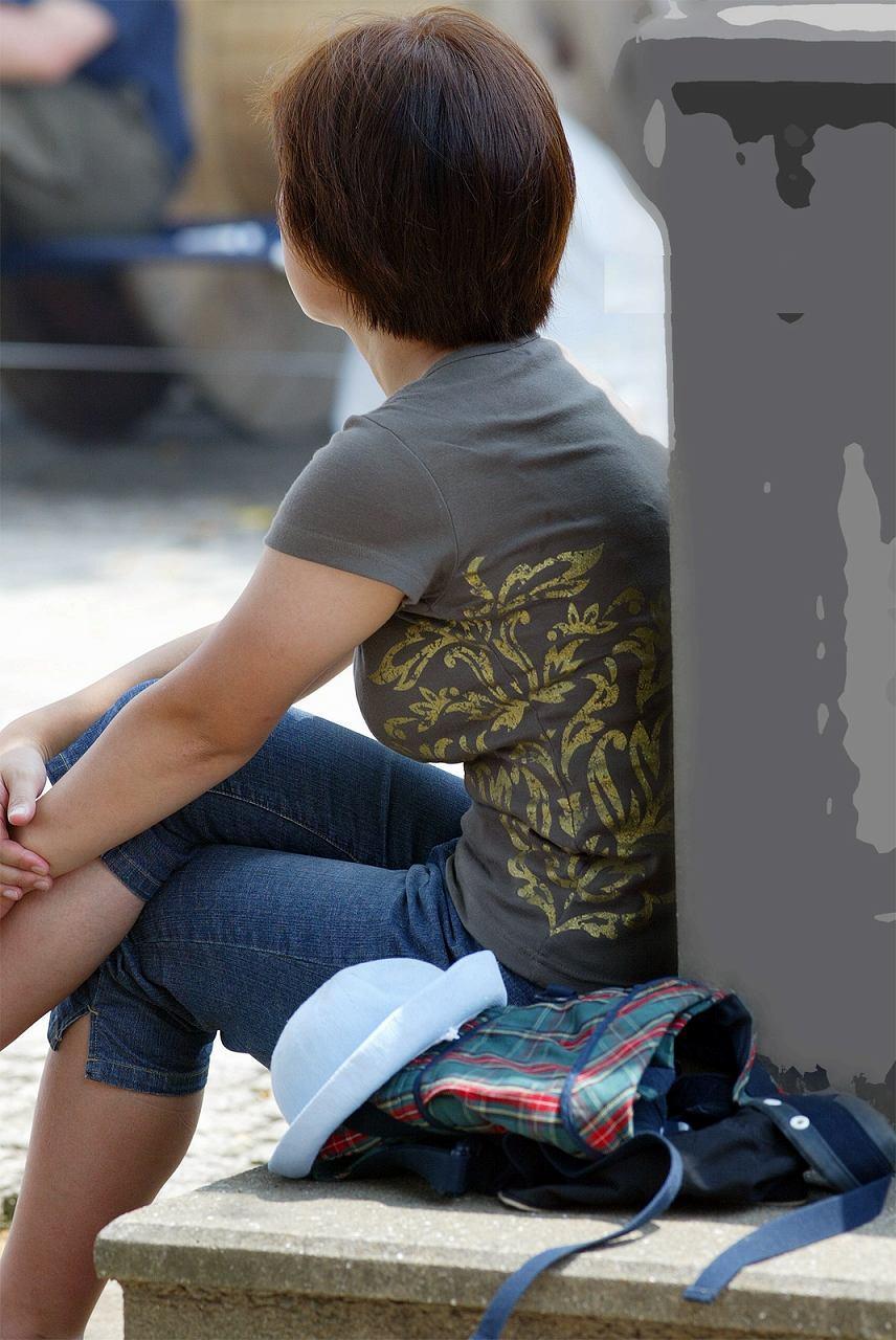 【巨乳エロ画像】子持ち奥に多いと定評な乳袋全開すぎる着胸撮りwww 05