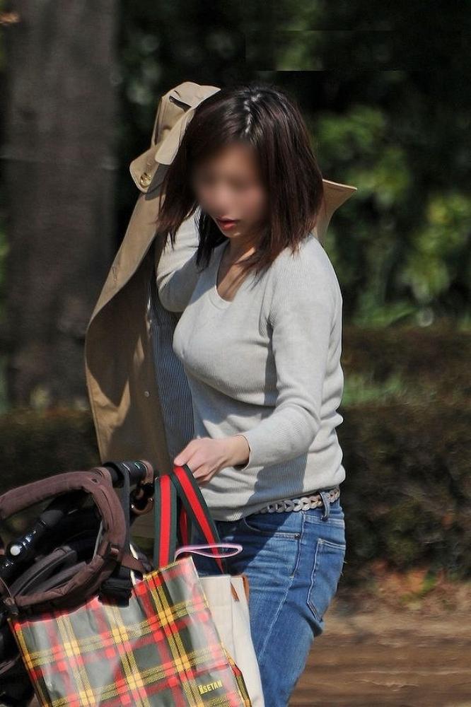 【巨乳エロ画像】子持ち奥に多いと定評な乳袋全開すぎる着胸撮りwww 13