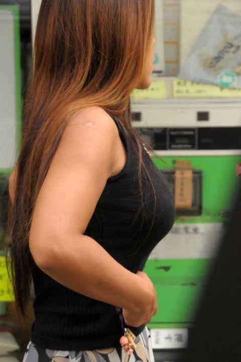 【巨乳エロ画像】子持ち奥に多いと定評な乳袋全開すぎる着胸撮りwww 27