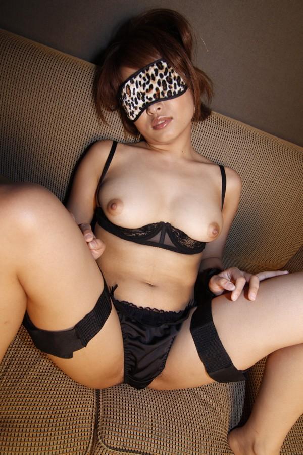 【拘束エロ画像】電気つけるの忘れずにwヤリたい放題確定な目隠し女www 12