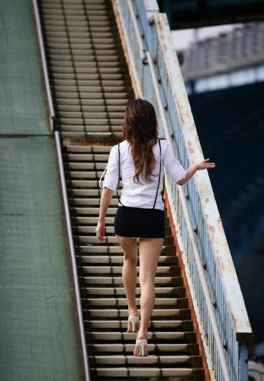 【美脚エロ画像】太くても細くても好きwミニスカから見える美脚追跡! 03