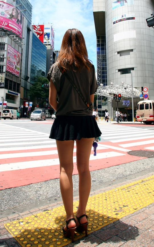 【美脚エロ画像】太くても細くても好きwミニスカから見える美脚追跡! 17