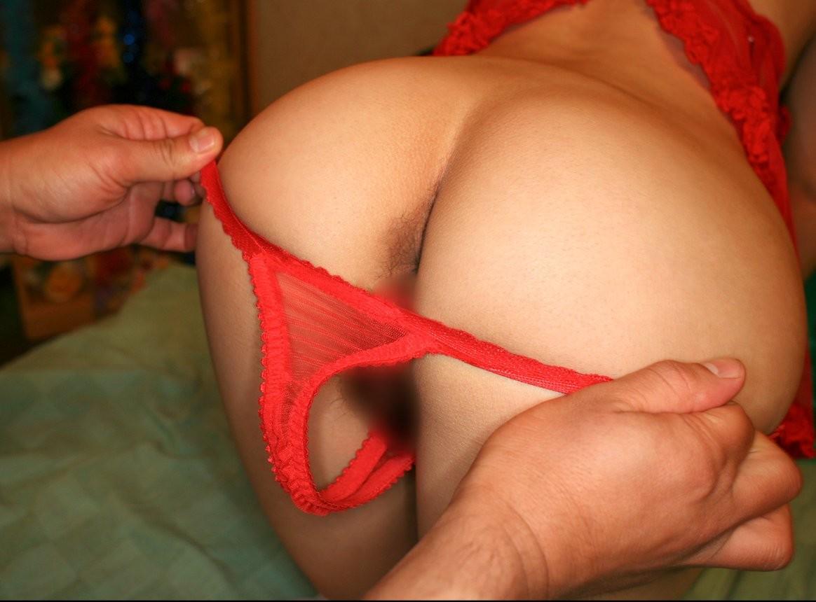 【下着エロ画像】男の役目です!ヤリたいから脱がされる女のパンツwww 04