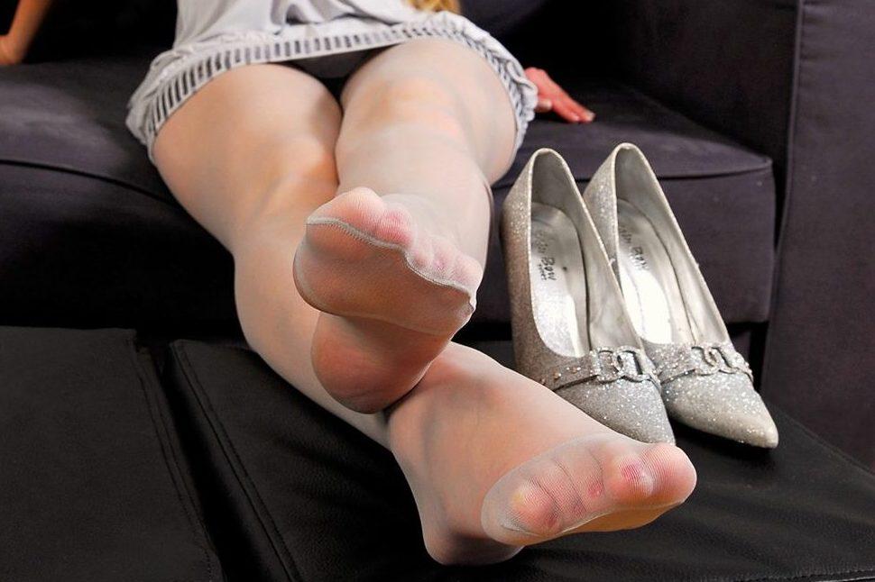 【足フェチエロ画像】密かに味もみておきたいw女の子の綺麗な足裏www 07