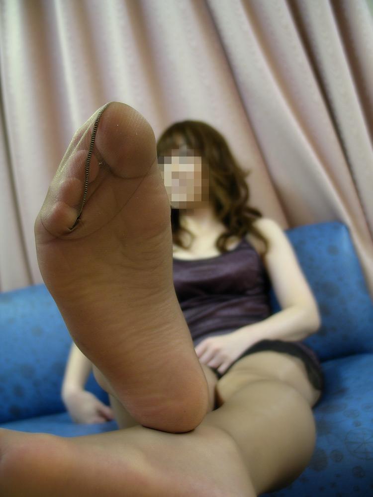 【足フェチエロ画像】密かに味もみておきたいw女の子の綺麗な足裏www 20
