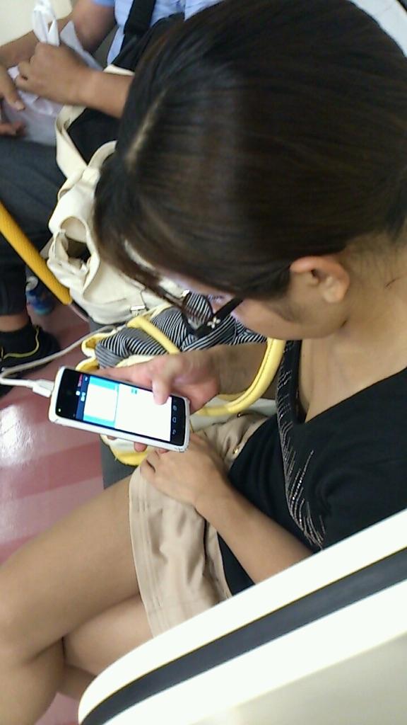 【着胸エロ画像】ガン見してたら終点w妙に引きつける電車内の着衣胸www 10