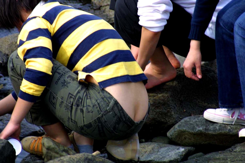 【半ケツエロ画】見てますよそのワレメ!平気で半ケツ晒すローライズ女子たちwww 29