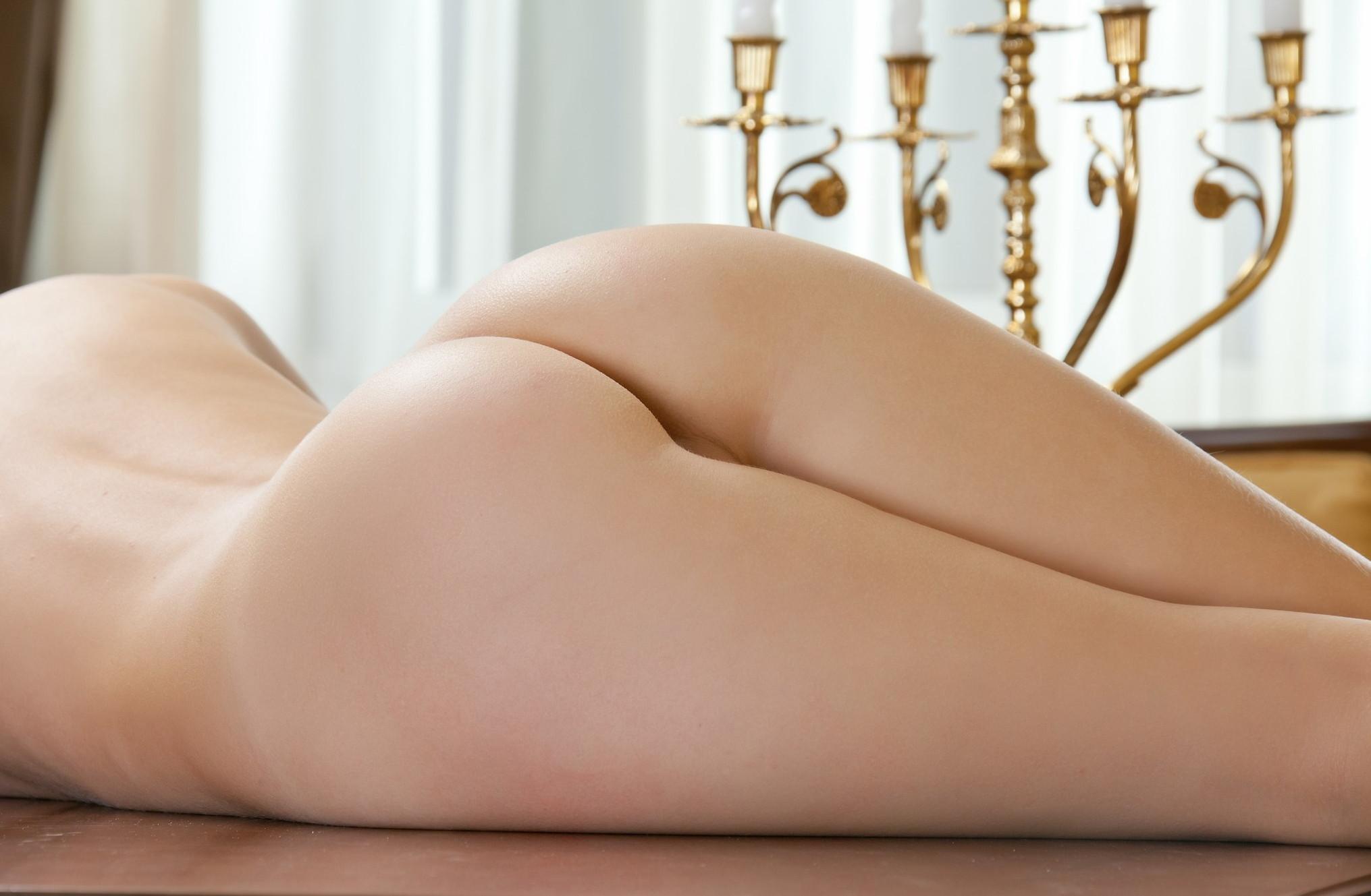【美尻エロ画像】寝転ぶから卑猥さの増したムッチリ寝尻を舐めるように観察www 08
