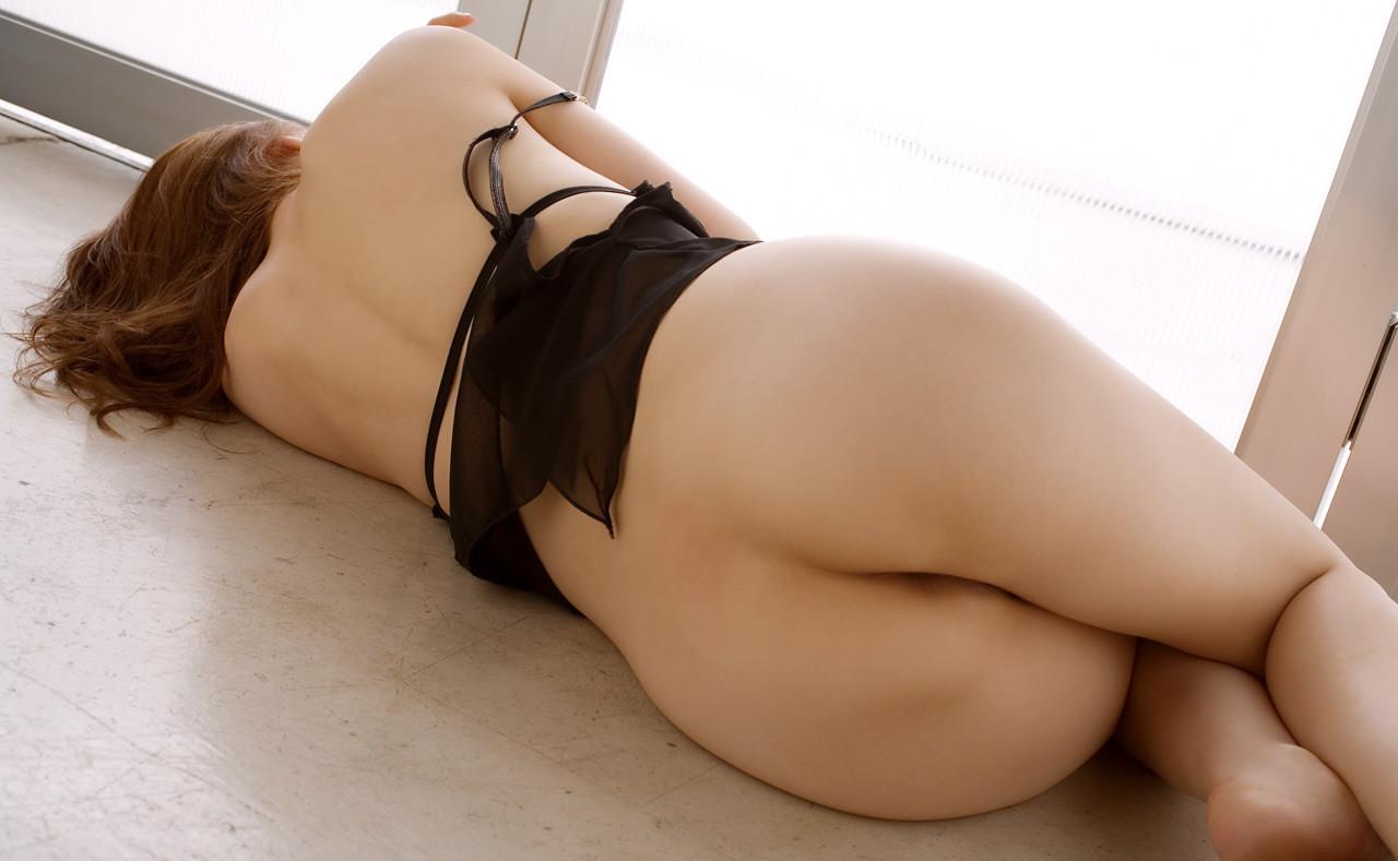 【美尻エロ画像】寝転ぶから卑猥さの増したムッチリ寝尻を舐めるように観察www 28