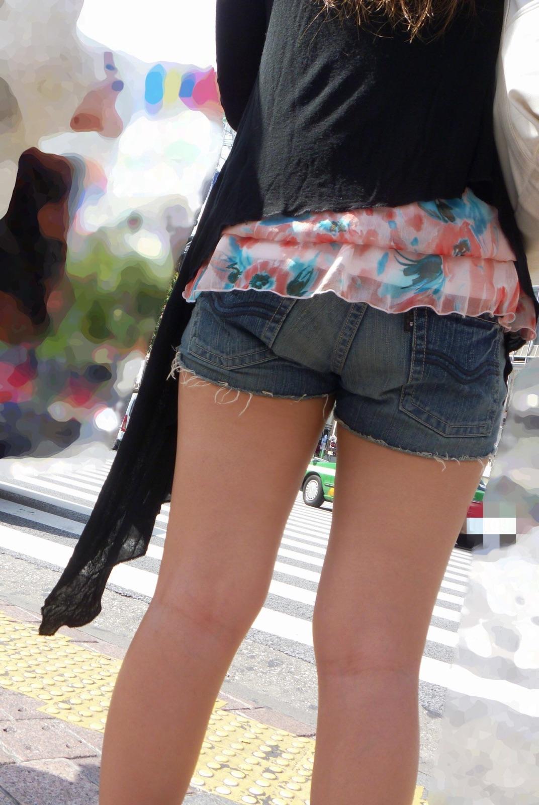 【ショーパンエロ画像】美脚とハミ尻どちらも見放題な街角ショーパン撮りwww 02