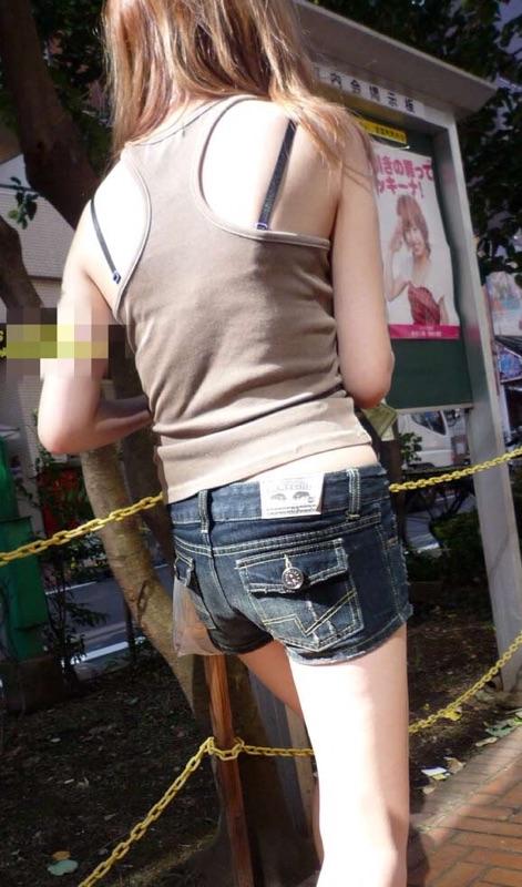 【ショーパンエロ画像】美脚とハミ尻どちらも見放題な街角ショーパン撮りwww 17