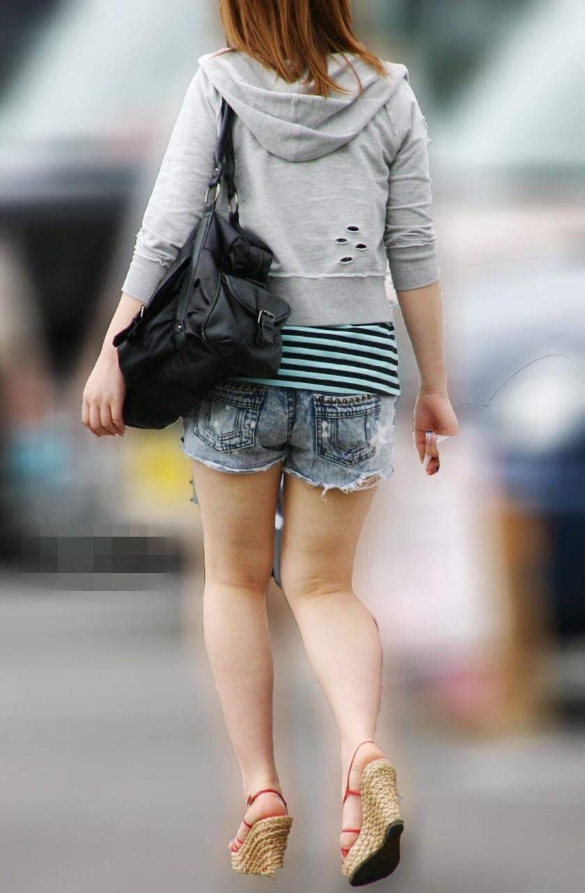【ショーパンエロ画像】美脚とハミ尻どちらも見放題な街角ショーパン撮りwww 18