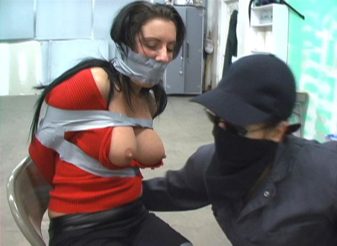 【SMエロ画像】剥がす時が凄く不安…縄の代わりにテープで拘束した女体! 06