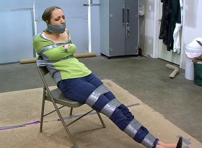 【SMエロ画像】剥がす時が凄く不安…縄の代わりにテープで拘束した女体! 17