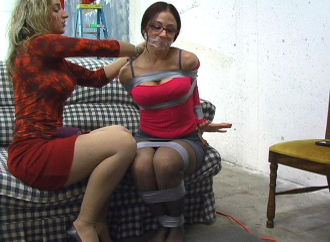 【SMエロ画像】剥がす時が凄く不安…縄の代わりにテープで拘束した女体! 26