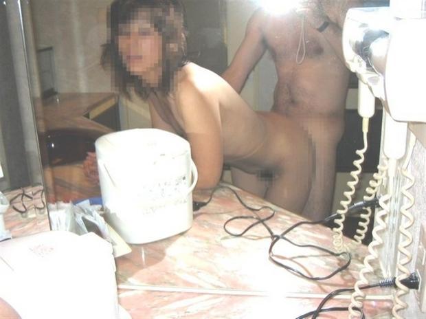 【鏡撮りエロ画像】ハメ撮りに役立つ!鏡の前で痴態を写した素人カップルwww 05