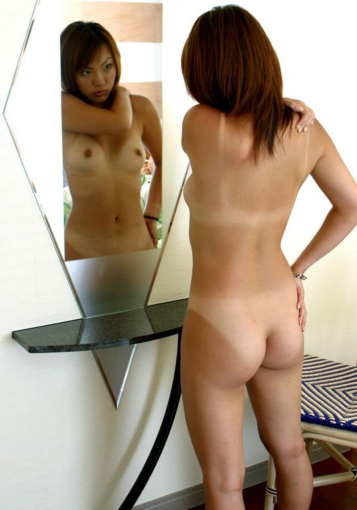 【日焼け女体エロ画像】後ろも抜かりなく白黒クッキリな日焼け美尻www 24