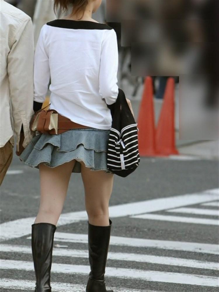 【パンチラエロ画像】強い日は見逃し注意w風に舞うスカートから丸見えの瞬間www 25