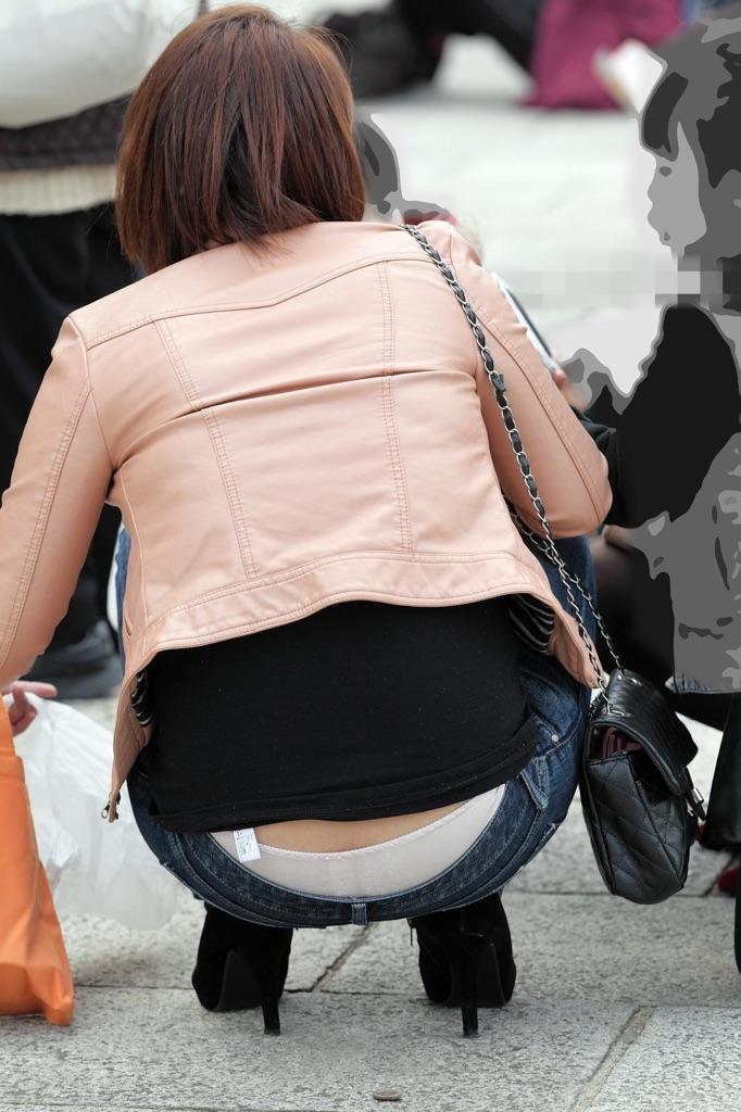 【ローライズエロ画像】下からよりはマシと思うのは本人だけw腰からハミ出すローライズパンチラwww 26