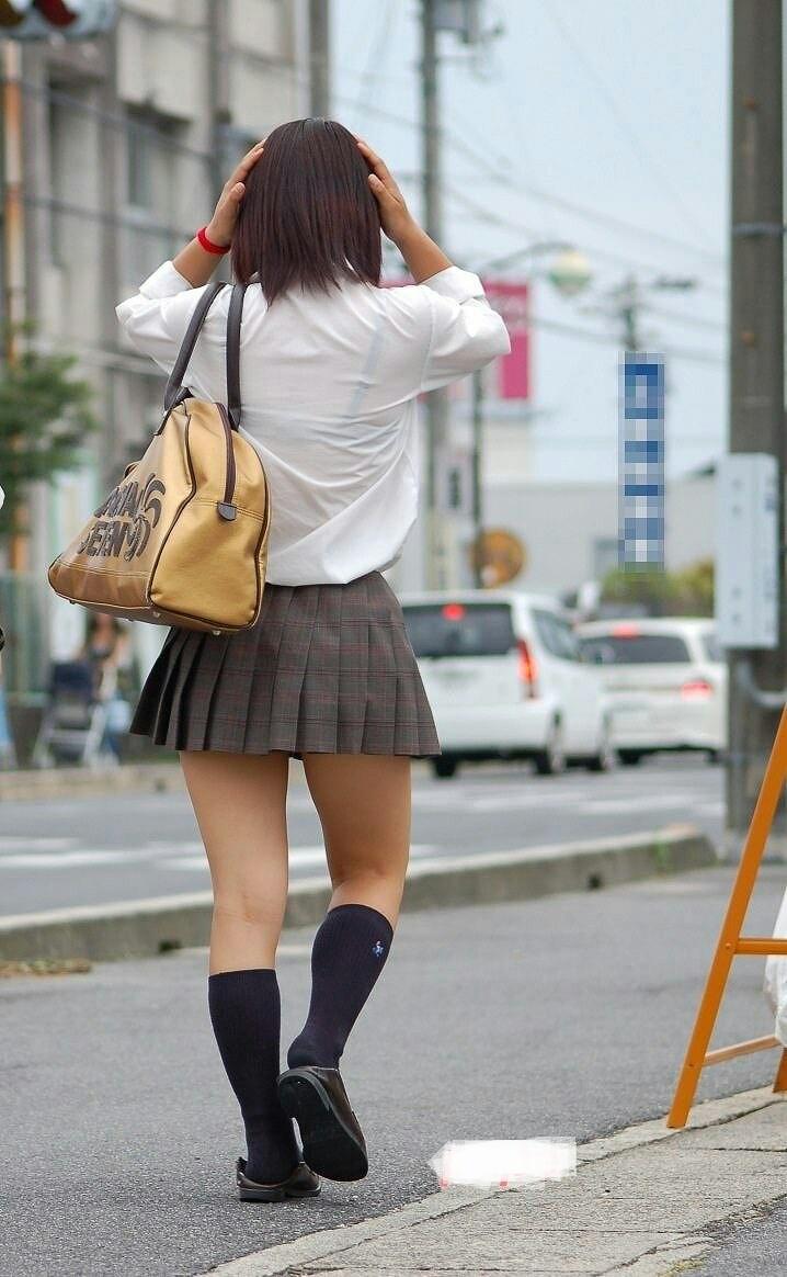 【透けブラエロ画像】本人は無関心でも…看過できない街の透けブラwww 28