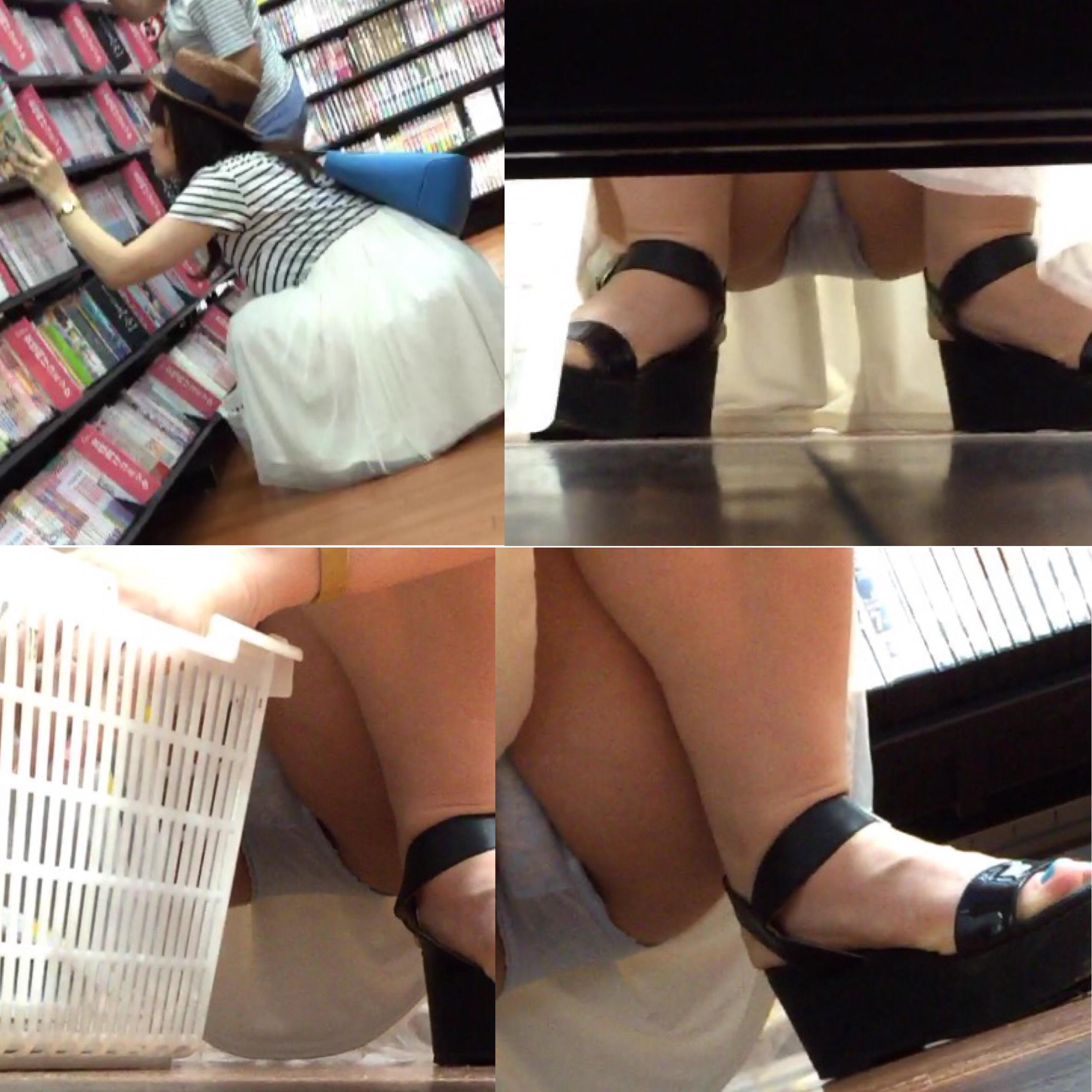 【パンチラエロ画像】棚の下から座るミニスカ女子のパンツを商品そっちのけでガン見www 22