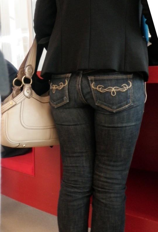【着尻エロ画像】窮屈そうなら脱げばいいのにジーンズ女子のパツパツ巨尻www 26