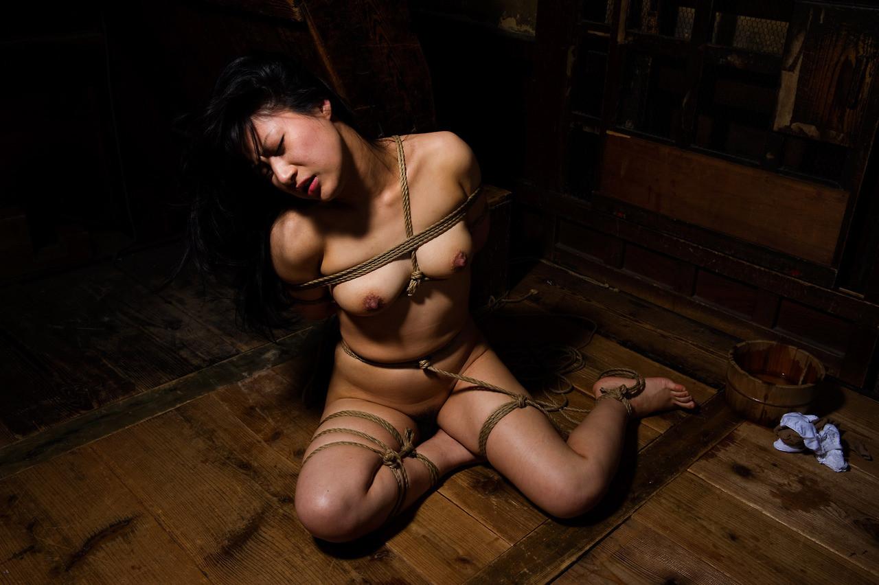 【SMエロ画像】解くの勿体ないほど卑猥で芸術的な女体緊縛の図www 13