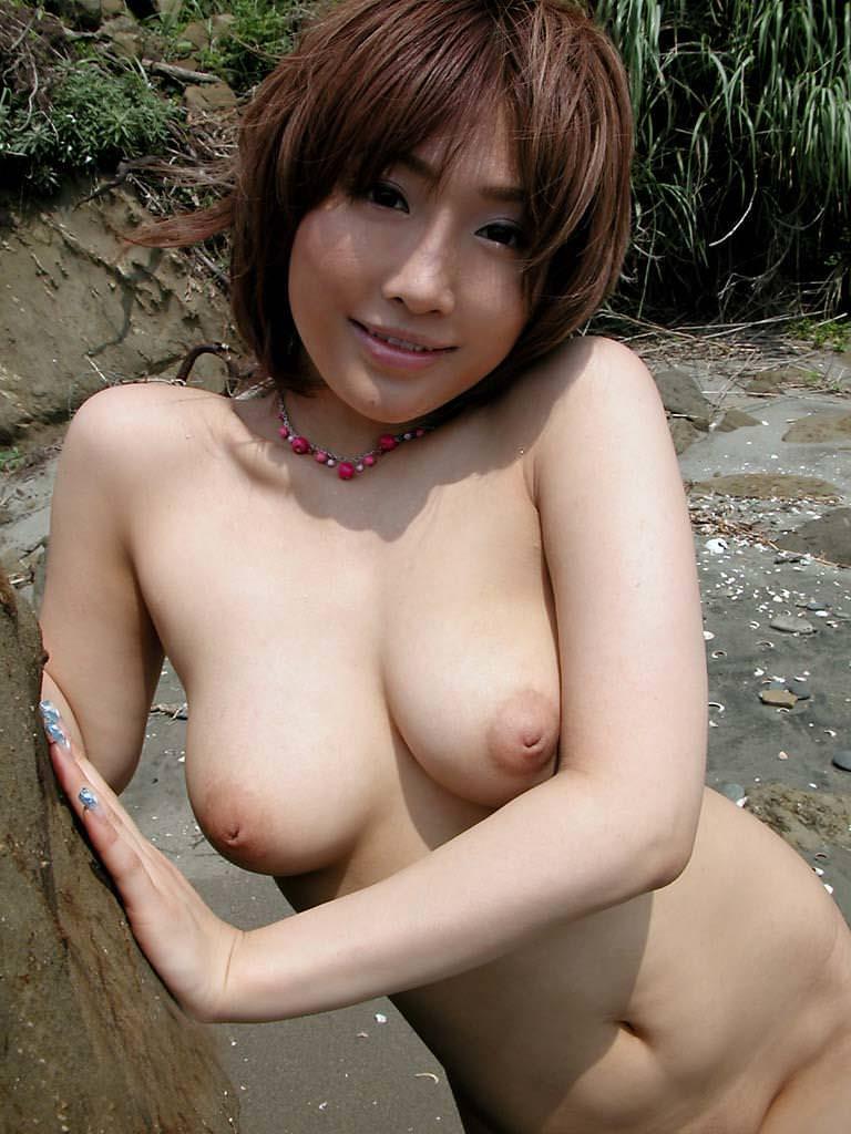 【乳首エロ画像】どんなに強く弄っても1/3も出てくれない陥没乳首www 09