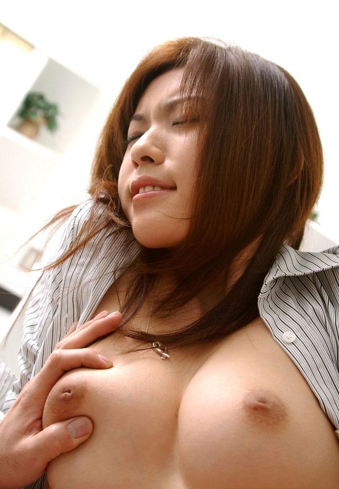【乳首エロ画像】どんなに強く弄っても1/3も出てくれない陥没乳首www 21