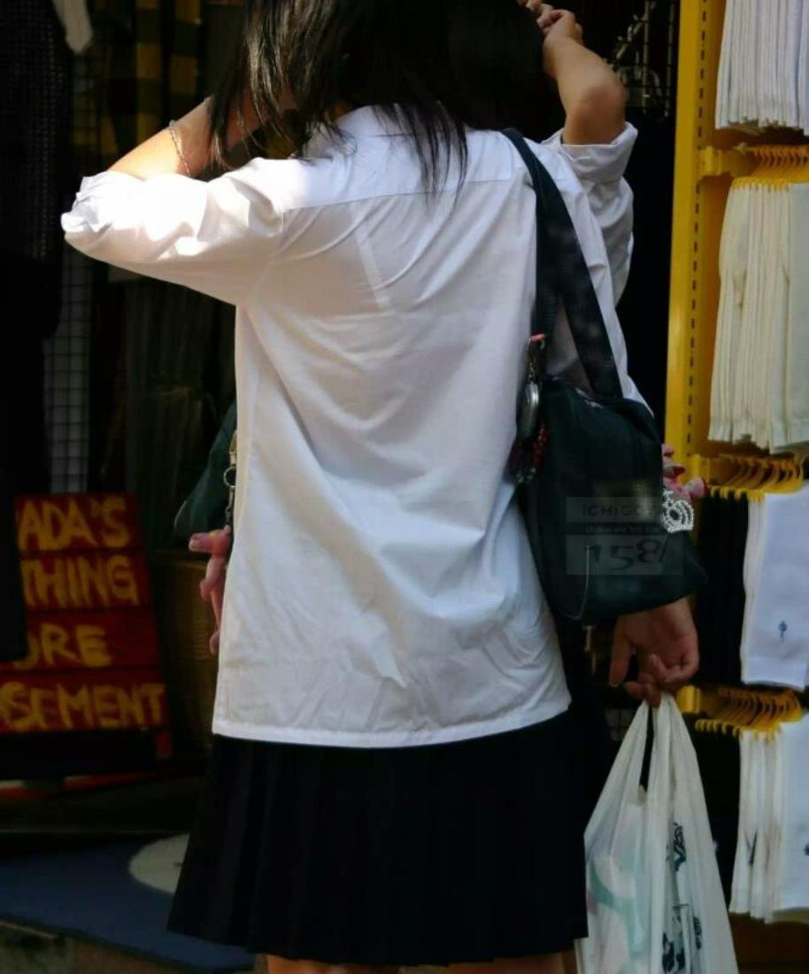 【透けブラエロ画像】ホックを数えて前に期待w街角の気になる透けブラ観察www 08