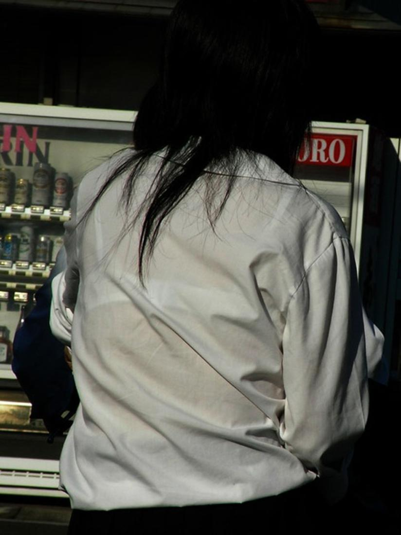 【透けブラエロ画像】ホックを数えて前に期待w街角の気になる透けブラ観察www 17