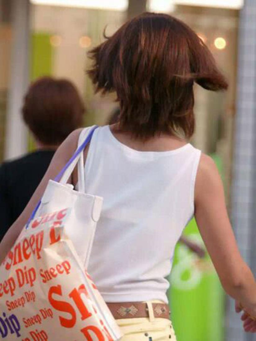【透けブラエロ画像】ホックを数えて前に期待w街角の気になる透けブラ観察www 20