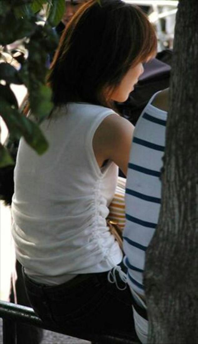 【透けブラエロ画像】ホックを数えて前に期待w街角の気になる透けブラ観察www 22