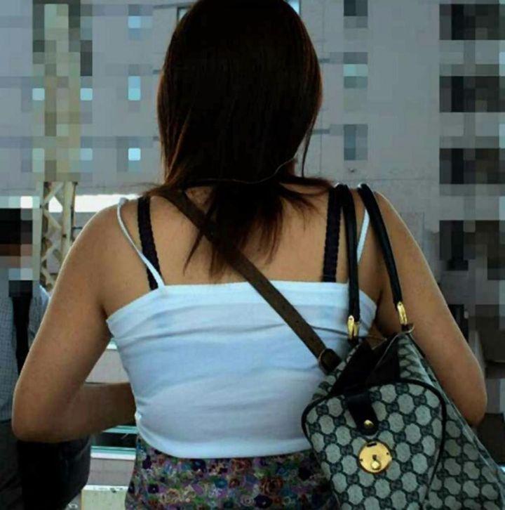 【透けブラエロ画像】ホックを数えて前に期待w街角の気になる透けブラ観察www 27
