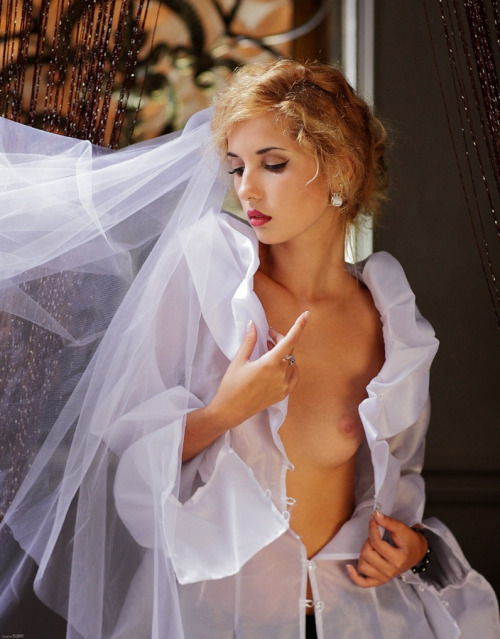 【海外エロ画像】初夜から寝取られとは…肉欲まみれの花嫁さんwww 15