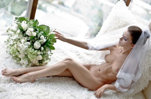 【海外エロ画像】初夜から寝取られとは…肉欲まみれの花嫁さんwww 19