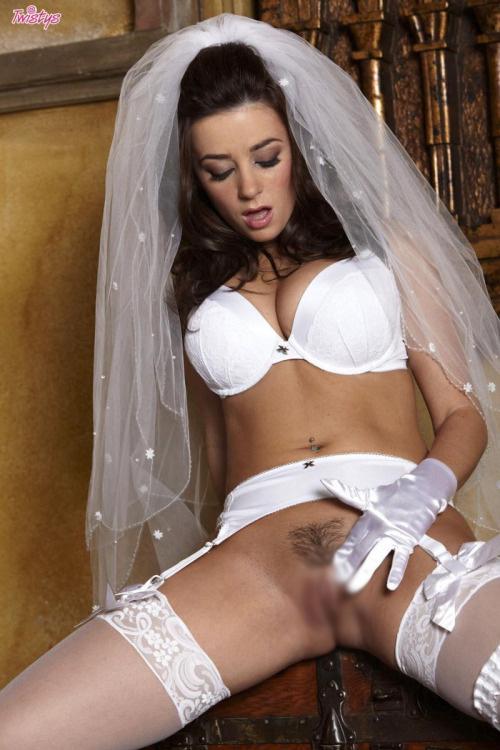 【海外エロ画像】初夜から寝取られとは…肉欲まみれの花嫁さんwww 27