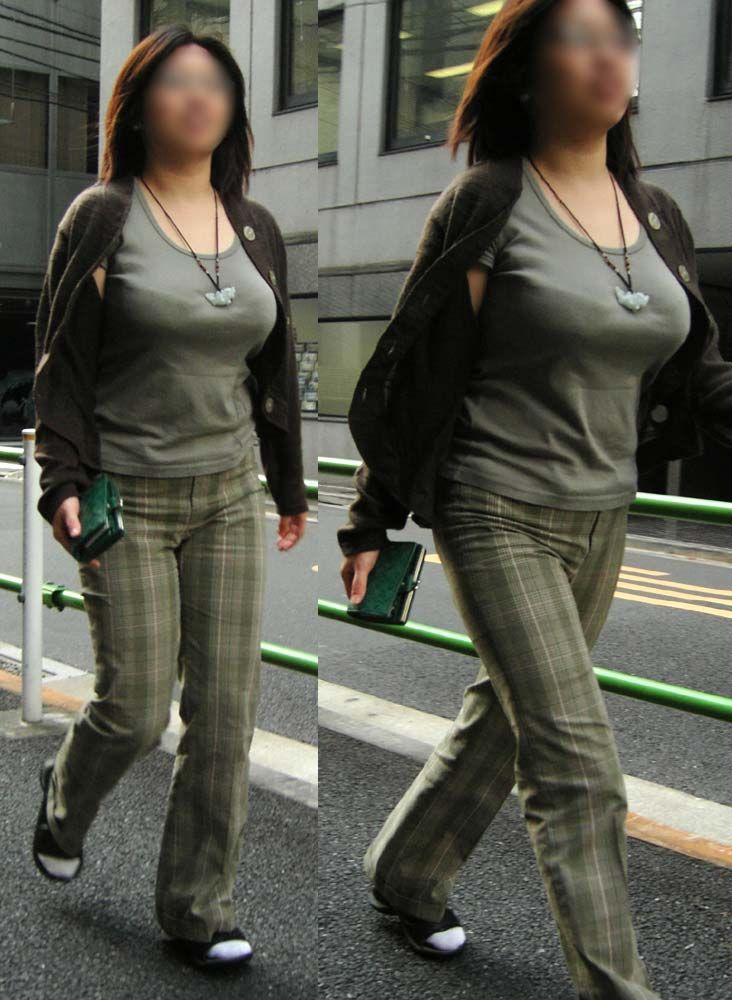 【巨乳エロ画像】5人ぐらい同時に見たら圧倒されるw街の着衣おっぱいwww 05