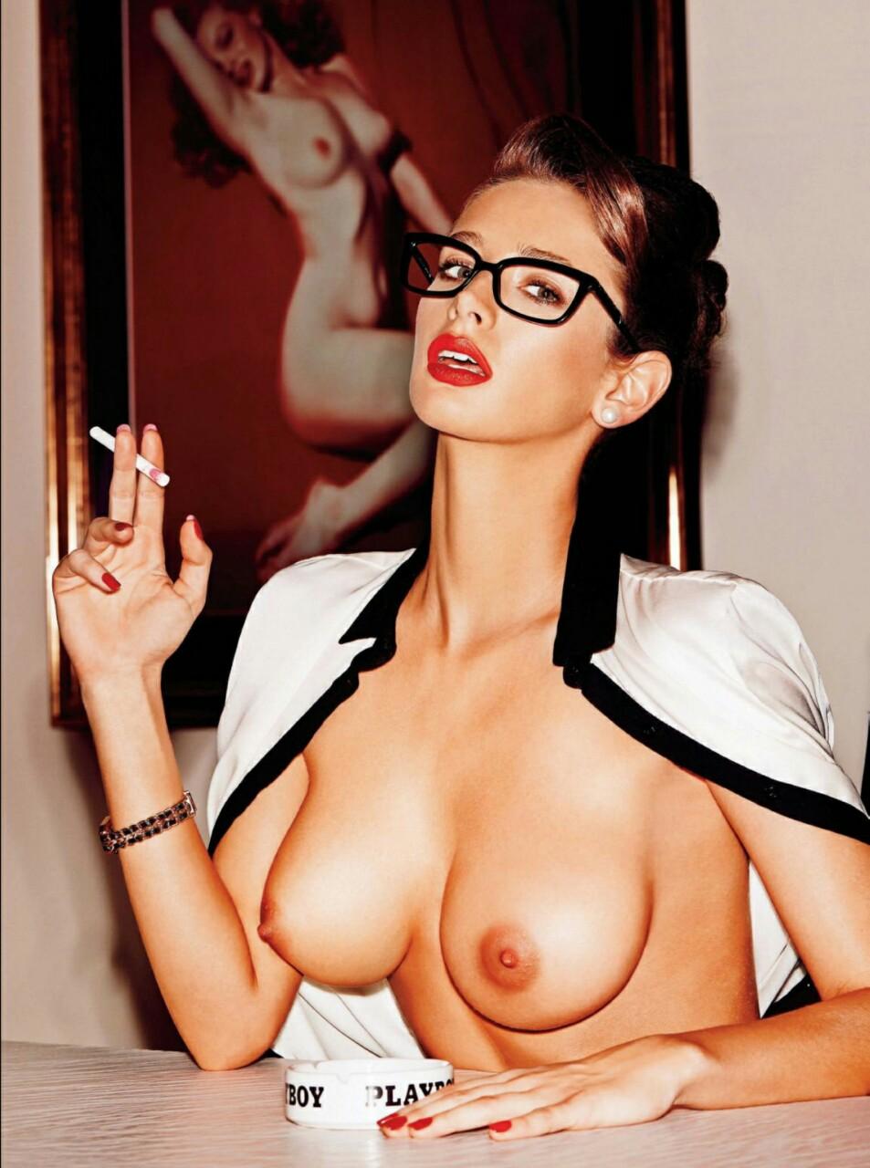 【海外エロ画像】この直後にフェラは嫌かな…喫煙中な異国の美女たちwww 13