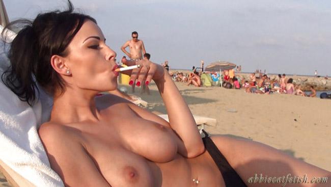 【海外エロ画像】この直後にフェラは嫌かな…喫煙中な異国の美女たちwww 25