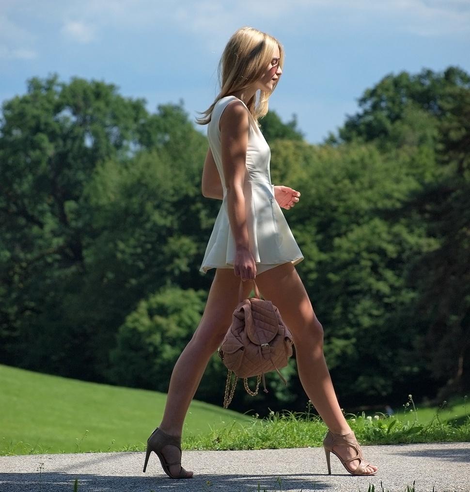【海外エロ画像】全裸ばっかりじゃありませんw着衣でよく判る外人さんの極上美脚www 28