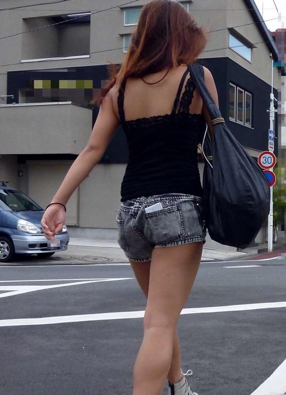 【着尻エロ画像】美脚も見えるしw街角ショーパン女子の美味しそうな着衣尻撮りwww 05