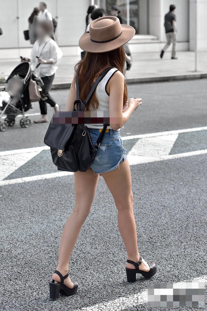 【着尻エロ画像】美脚も見えるしw街角ショーパン女子の美味しそうな着衣尻撮りwww 07