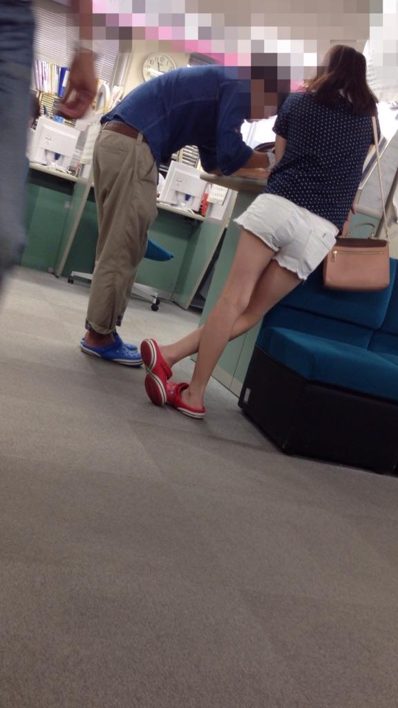 【着尻エロ画像】美脚も見えるしw街角ショーパン女子の美味しそうな着衣尻撮りwww 08
