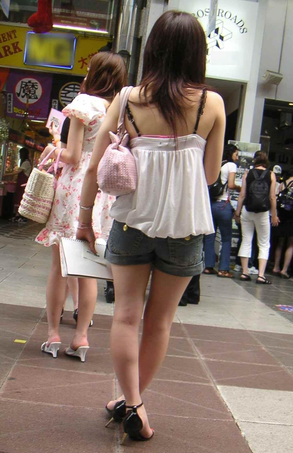 【着尻エロ画像】美脚も見えるしw街角ショーパン女子の美味しそうな着衣尻撮りwww 09
