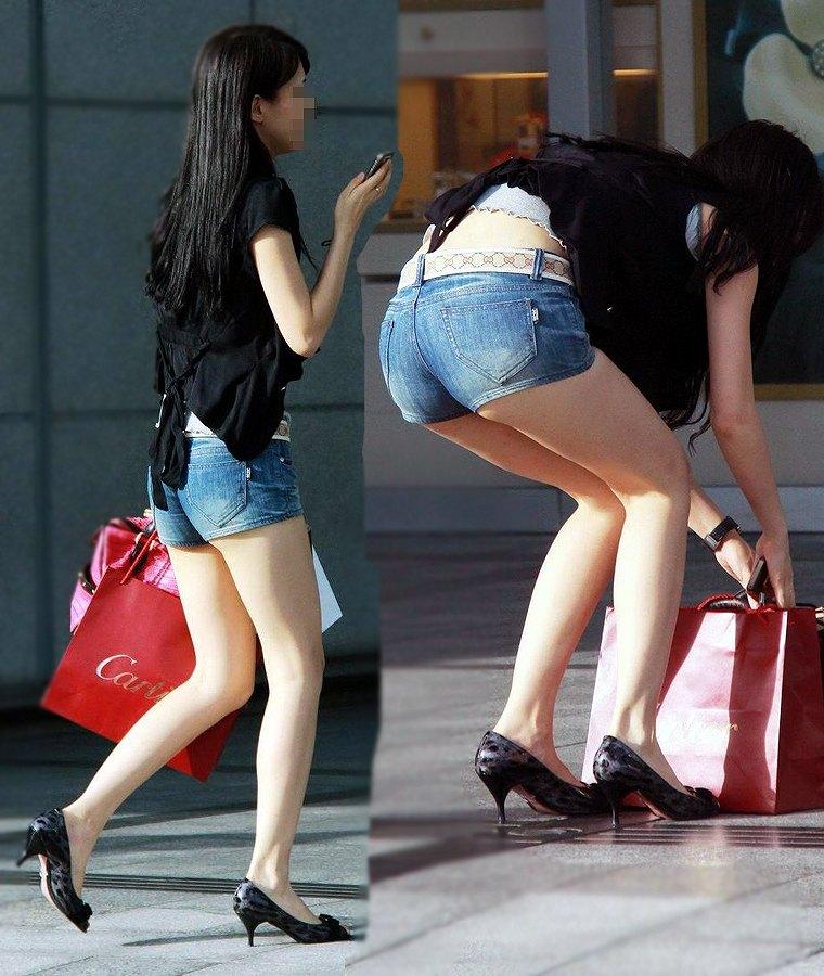 【着尻エロ画像】美脚も見えるしw街角ショーパン女子の美味しそうな着衣尻撮りwww 18