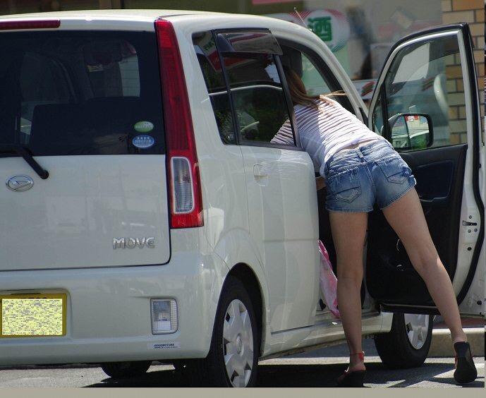 【着尻エロ画像】美脚も見えるしw街角ショーパン女子の美味しそうな着衣尻撮りwww 19