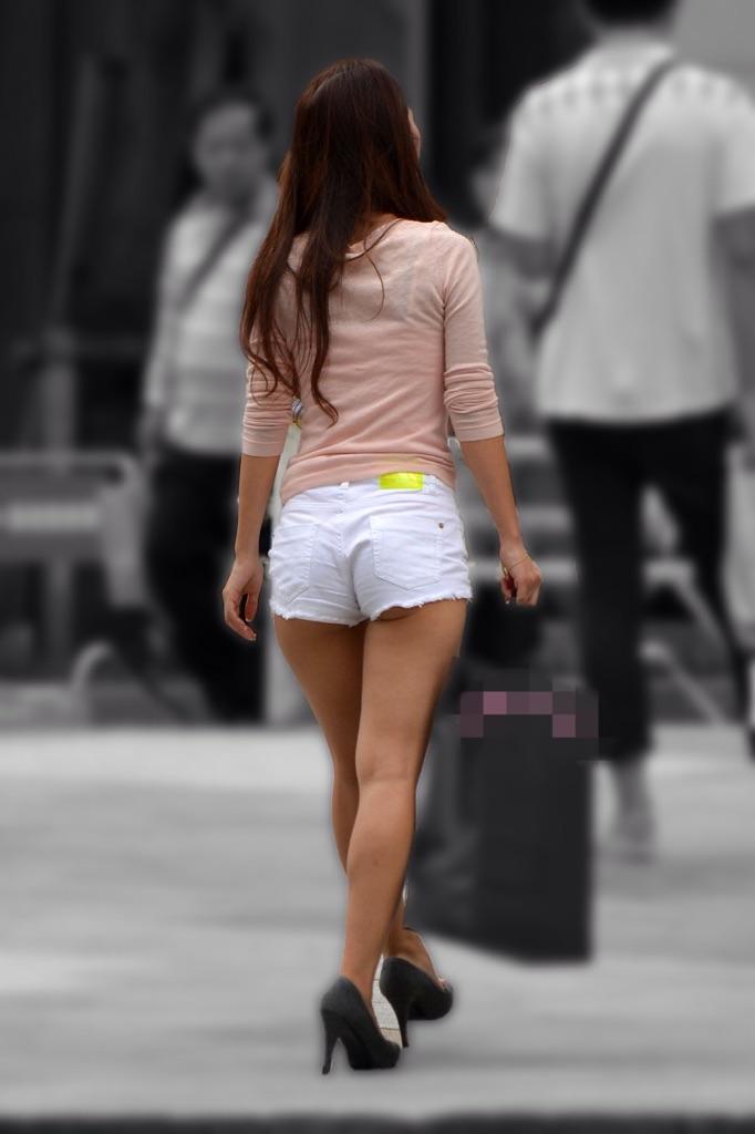 【着尻エロ画像】美脚も見えるしw街角ショーパン女子の美味しそうな着衣尻撮りwww 27